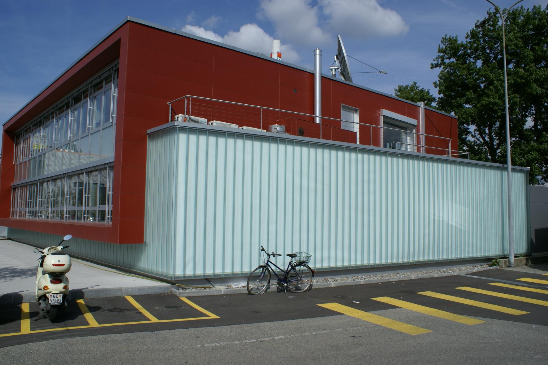 façade rouge